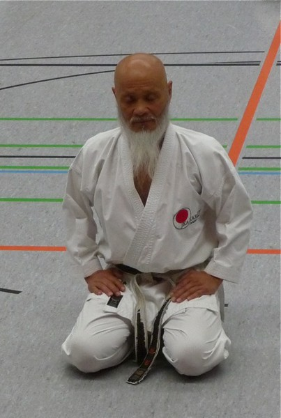 Sensei Hideo Ochi in der Meditation